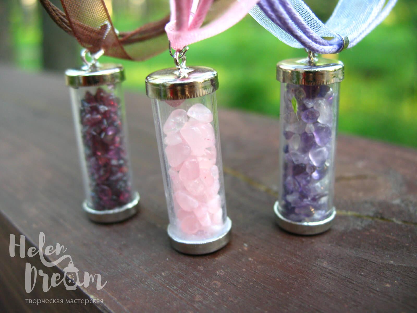 Кулон бутылочка с розовым кварцем, аметистом, гранатом
